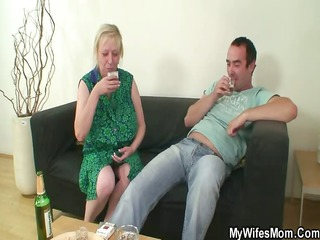 she finds her old mama sitting on her bfs pounder
