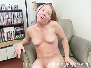 sexy older alyssa dutch masturbates