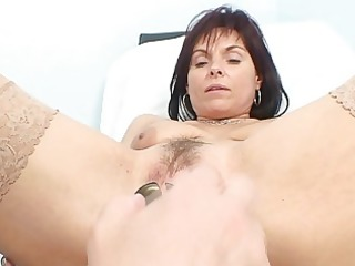 spruce milf doxy gets her old snatch examined by