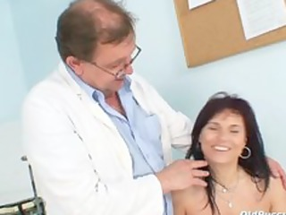livie gyno mother i pussy speculum exam on