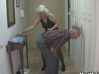 man caught his girlfriend with his aged mamma and