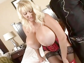 hugetits older housewife enjoying a bulky cock